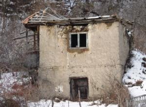 Évtizedek óta elhanyagolt ház
