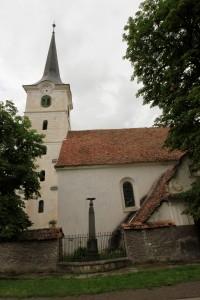 Etéd központja a református templommal és a Hősök Sírjával (Farkas Antal felvétele)