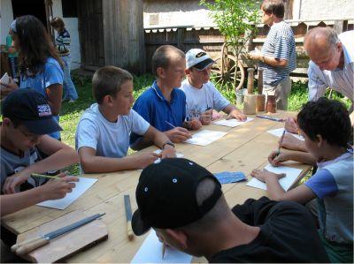 A népi fafaragás igen népszerű az iskolások körében