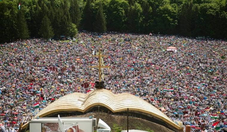 Idén is legalább félmillió ember volt jelen Csíksomlyón a világ minden tájáról