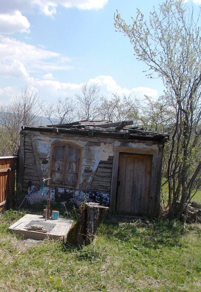 ... és tucatnyi romos házat látni, amely éppen eltűnőfélben