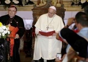 Ferenc pápa a székesegyházban