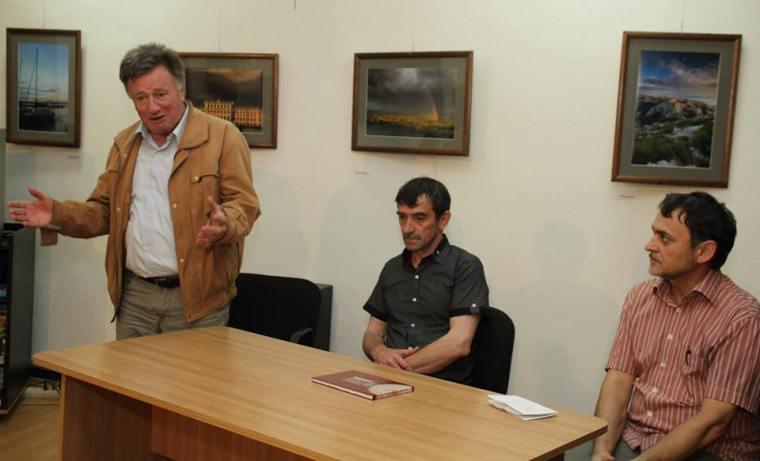 Ambrus Lajos, a Firtos Művelődési Egylet elnöke, Józsa László keramikus, P. Buzogány Árpád író, művelődésszervező, szerkesztő