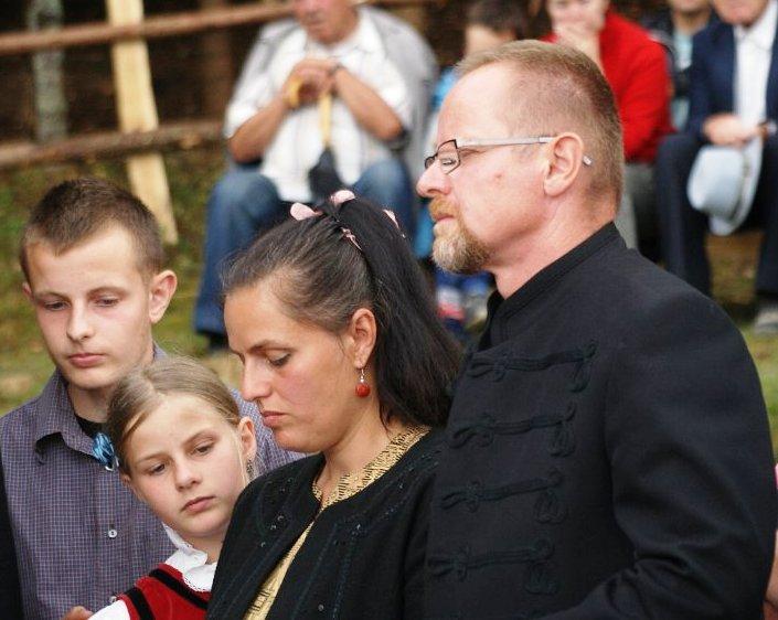 Sepsiszéki Nagy Balázs családja körében a kápolnaszentelési ünnepségen