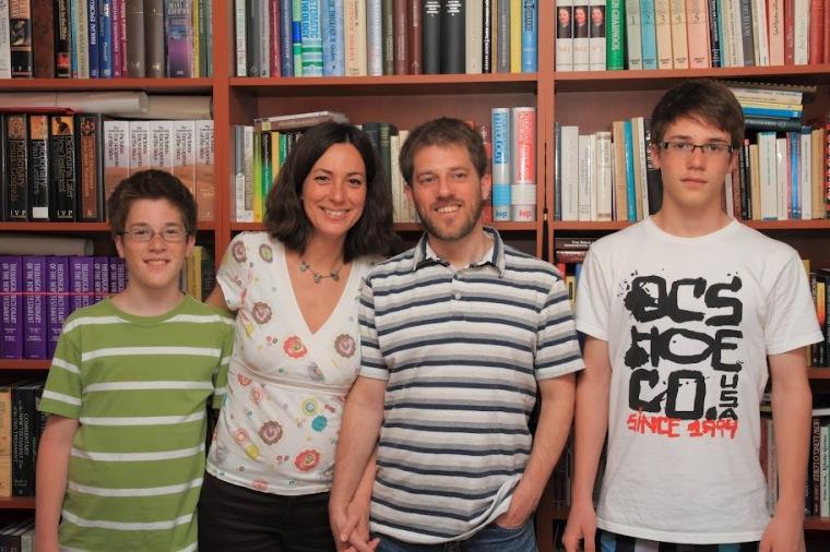 Szabados Ádám családja körében