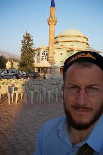 A szerző Gebiz/Magyarfaluban - hosszú évek óta járja Törökországot
