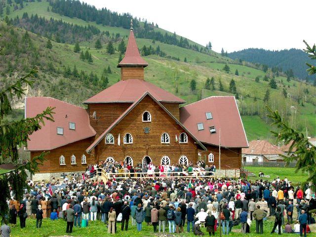 Az 1994-ben alapított gyimesfelsőloki Árpád-házi Szent Erzsébet Gimnázium