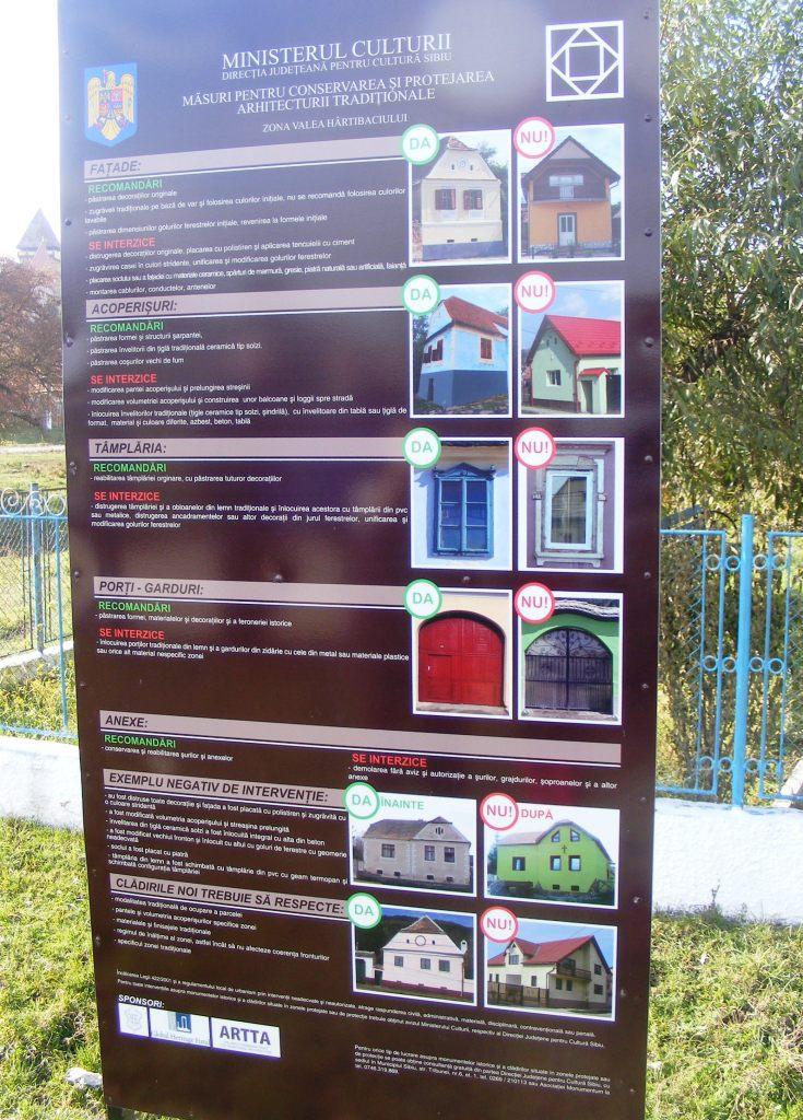 Jakabfalván, a helyi önkormányzat előtt található ez az elrettentő tábla