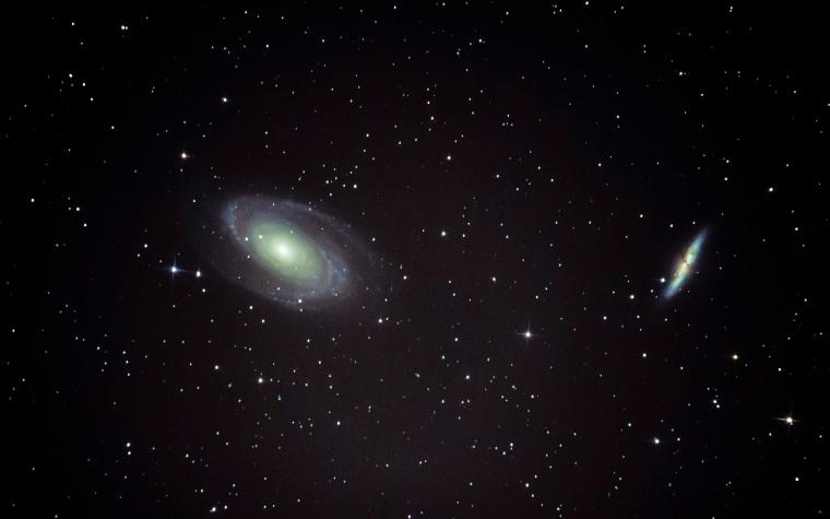 Salgótarján, 2015. május 19. Balról Bode galaxisa (M81, NGC 3031), jobbról a Szivar-galaxis (M82, NGC 3034) a Nagymedve (Ursa Major) csillagképben több fotóból számítógépes programmal összeállított, Salgótarjánból fotózott felvételen 2015. május 19-én. A felvétel egy 15 centiméter átmérõjû, 1200 milliméter gyújtótávolságú csillagászati távcsõvel készült. MTI Fotó: Komka Péter