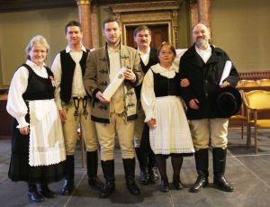 A Sütő-család a díj átvétele után az MTA dísztermében