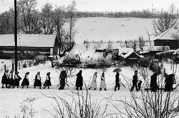 Korniss Péter: Betlehemesek vonulása (1971)