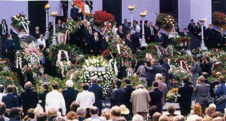 Harmincegy évvel a kivégzésük után temették el Nagy Imrét és társait (Fotó: MTI archívum)