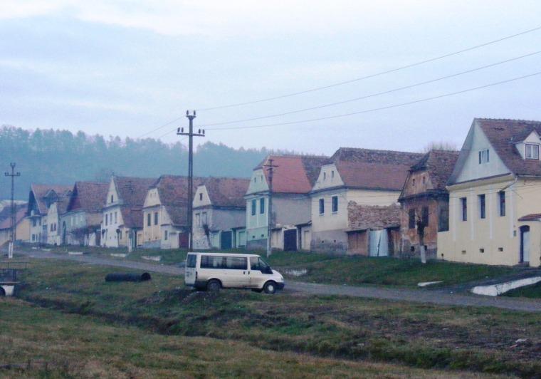 Jellegzetes száz házsor Báznán (Szeben megye), 2014-ben - Simó Márton felvétele