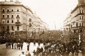 A Kossuth Lajos koporsóját kísérő gyászmenet (1894, Klösz György felvétele)