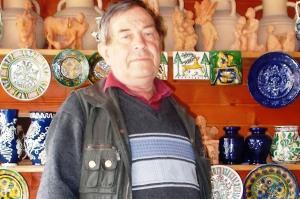 Páll Ágoston a családi ház udvarán található bemutatóteremben