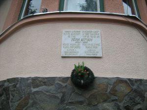 Emléktábla a költő egykori lakáházán