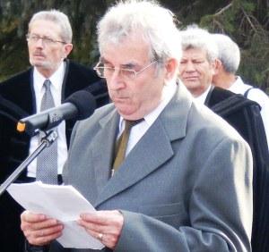Lőrincz György beszédet mond Sütő András székelyudvarhelyi szobrának avatásán - 2013. június (Fotó: Simó Márton)