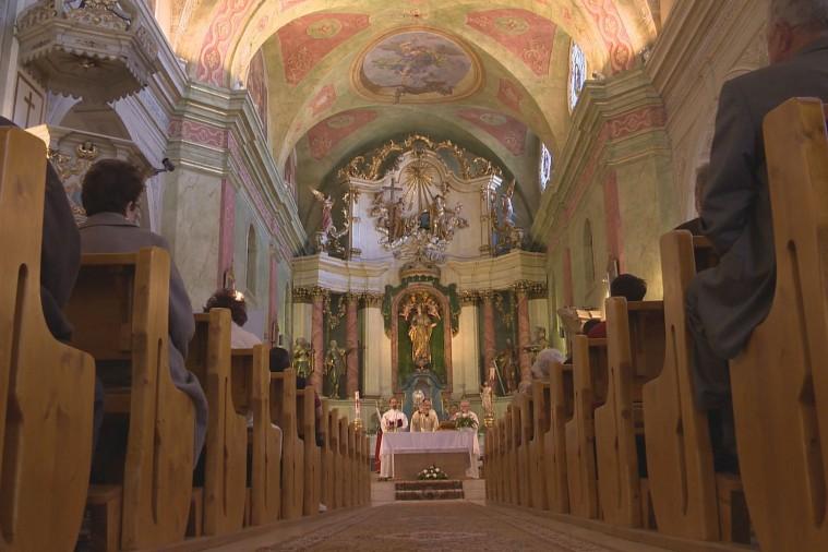 A szépen felújított Ferences Templomban Székelyudvarhelyen