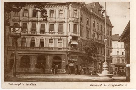 Az író egykori kedvenc kávéháza - az épület az ostrom áldozatául esett 1944/45 telén