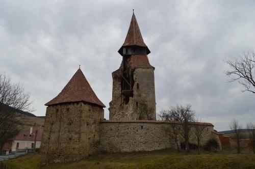 Február közepén omlott le a rádesi (Roades 15. századi templom tornya; egy hét múlva pedig a szászveresmarti templomé is megsemmisül (Fotó: www.kronika.ro)