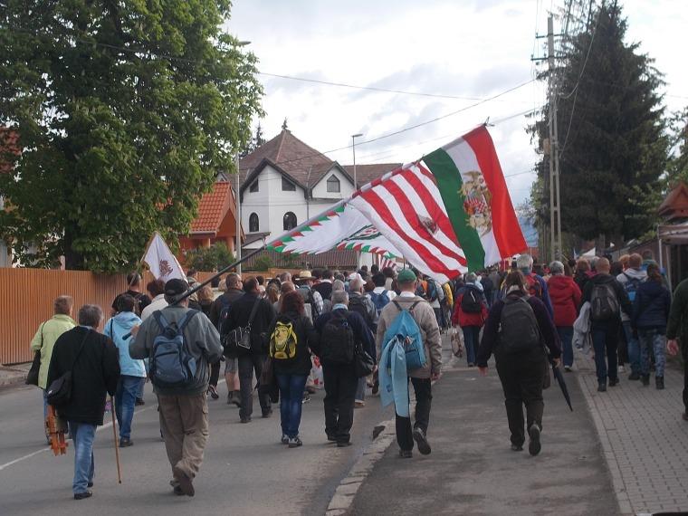 Népes keresztalják, zarándoktársaságok vonultak (Fotó: Simó Márton)