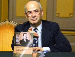 Gaal György (1948) író, történész, egyetemi tanár - az utóbbi évtizedekben számos kötetet írt magyar, román és angol nyelven Kolozsvár művészet- és művelődéstörténetéről