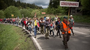Székelyudvarhelyi zarándokok Homoródfürdő közelében 2016. május 13-án - Fotó: Mohai Gánbor/ MTI