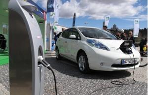 """A forgalomban levő elektromos autók ma már 400-500 kilométer megtételére képesek egy """"tankolással"""""""
