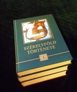 Három impozáns kötet, kifogástalan kivitel - a szerkesztőbizottság és a kiadó mindent megtett a tartalom és az esztétika érdekében
