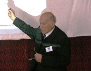 Egyed Ákos előadás közben egy énlaki konferencián (Archív, Simó Márton felvétele)