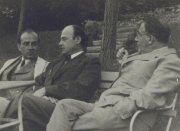 Illyés Gyula és Basch Lóránt társaságában (1938 k.) - a felvétel a Petőfi Irodalmi Múzeum tulajdonában