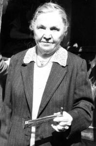 Dr. Bakk Sára - az író szívesen tartózkodott a székelyudvarhelyi Bakk-családnál. Bakk Sára volt az, aki a temetésén intézkedett, illetve később ő szervezte meg a megfelelő síremlék elkészítését, amely ma Farkaslaka egyik szimbóluma