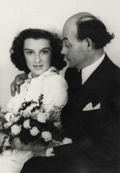Tamási Áron és Basilides Alíz házasságkötésükkor (1949) - Wachter Klára felvétele (a fotó a Petőfi Irodalmi Múzeum tulajdonában)