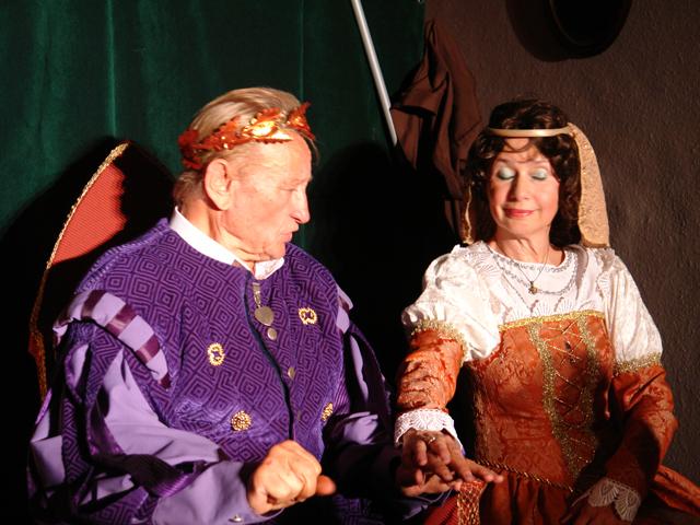 Mátyás király szerepében feleségével, Kiss Törék Ildikóval 2013-ban (www.velencei-to.hu)