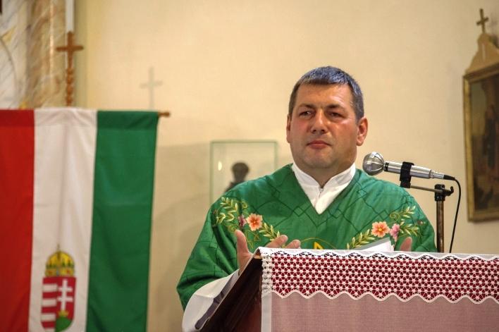 Az atyhai templomban tartott szentmisén 2016. június 17-én (Szabó Károly felvétele)