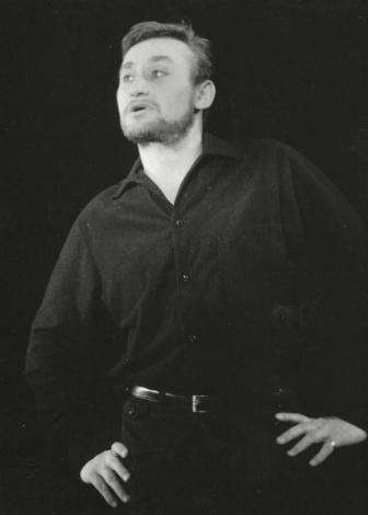 Varga Vilmos színművészi pályájának nagy része Nagyváradhoz köti ugyan, de tevékenységét a Temesvári Csiky Gergely Állami Magyar Színház örökös tagságával is elismerték