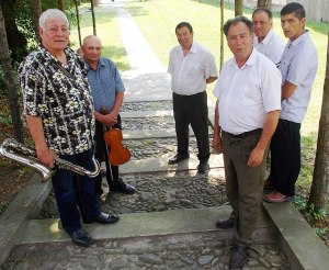 A kiváló muzsikusokból áll abásfalvi cigányzenekar