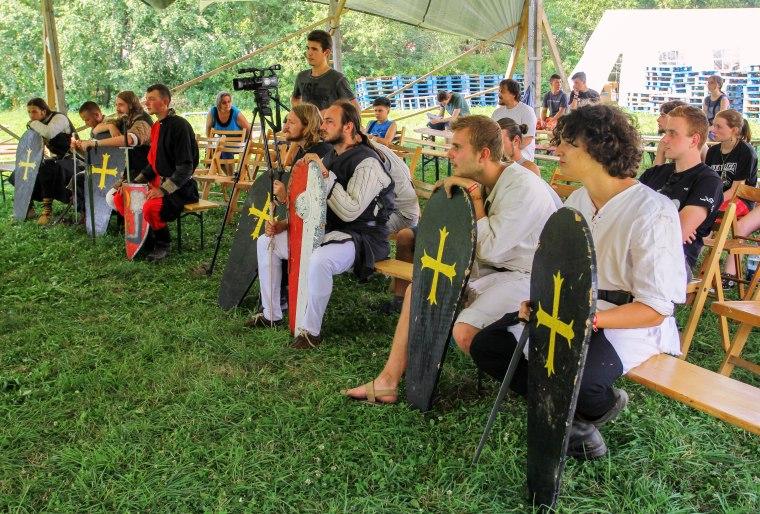 Az Arany Griff Lovagrend vitézei pihenőt tartanak (Fotó: Holinka Botond)