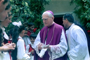 Márton Áron püspök hívei körében - 1970-es évek eleje (A felvételek a múzeum honlapjáról valók)