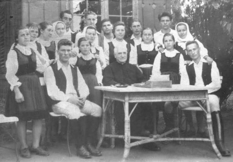 A püspök csíkszentdomokosi rokonokkal - 1970-es évek vége