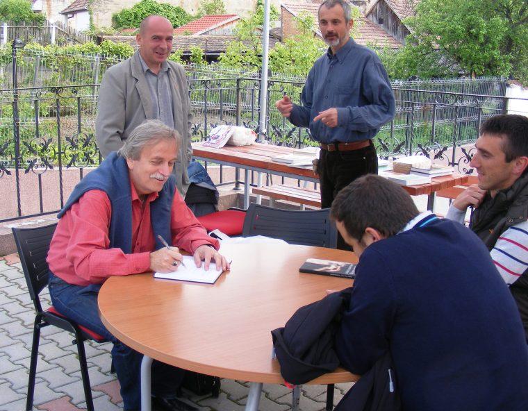 Szakács István Péter dedikál (2013)