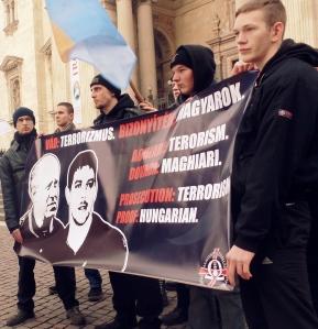 Budapesti tüntetésen a két letartóztatott fiatalember érdekében (HVIM archívum)