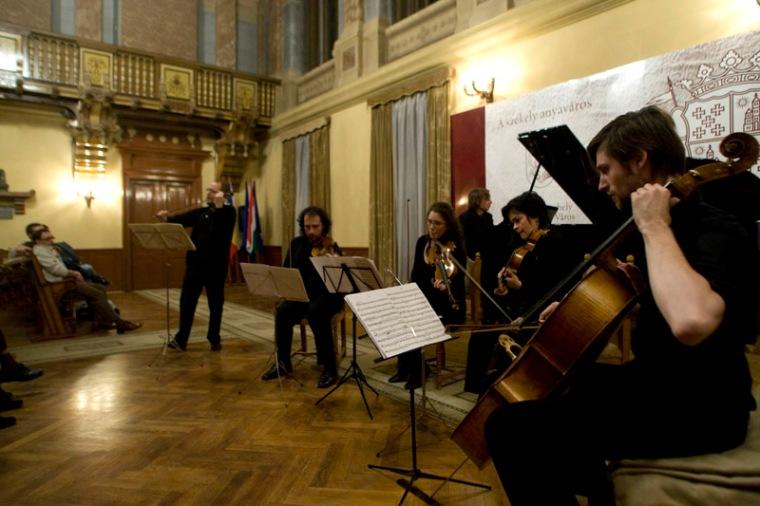 Az utóbbi években újra felfedezték a terem kiváló akusztikai adottságait - a Székelyföldi Filharmónia számos kamarakoncertjét, gitráversenyt tartanak benne (ifj. Haáz Sándor felvétele)